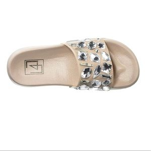 0cb7c41e0 L4L by Lust for Life Women s Ll-Stoned Flat Sandal